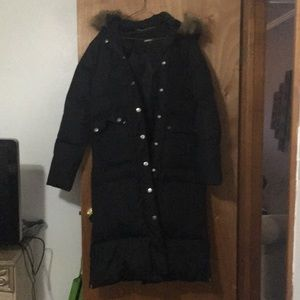 DKNY woman down coat in excellent condition!
